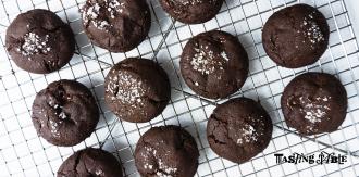 Chocolate-Cookies-hires